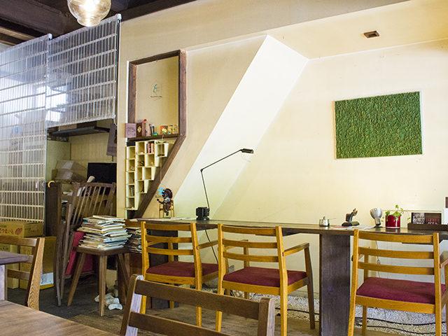 大阪・谷町六丁目の開放感全開!カフェネストでまったりティータイム
