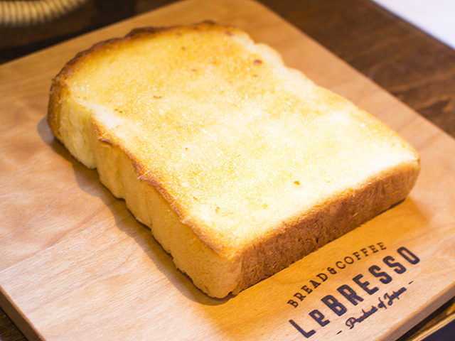 モーニングのメニューが人気の食パン専門店レブレッソ(大阪・鶴橋)でカフェタイム!