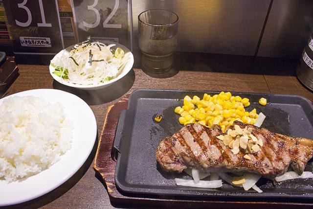 ステーキ激戦区、天満に「いきなり!ステーキ」グラム単位の量り売りメニュー