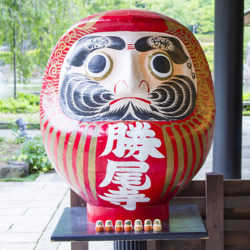 勝運だるまだらけ!箕面市の勝尾寺へは車かバスでのアクセスがおすすめ!