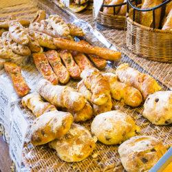 カレーパンがサクサク!箕面のパン屋Sunny Sideが人気で店舗が混み気味