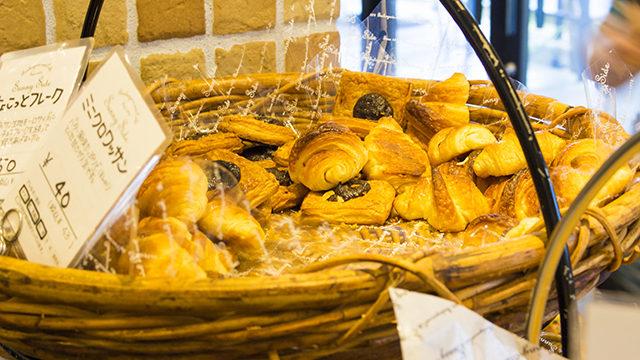 カレーパンがサクサク!箕面のパンやsunny sideが人気で店舗が混み気味