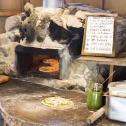 能勢町の農家民宿「みちくさ」へはバスで!石窯ピザ食べ放題のランチ!