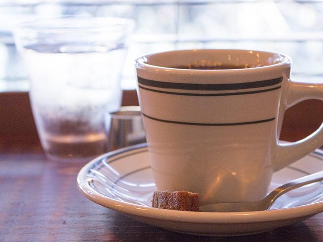 大阪・梅田、外観もインテリアもおしゃれなカフェ、ホワイトバードコーヒースタンド