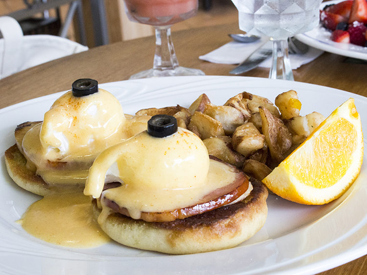 ハウツリーラナイのエッグベネディクトはオープンテーブルで予約!