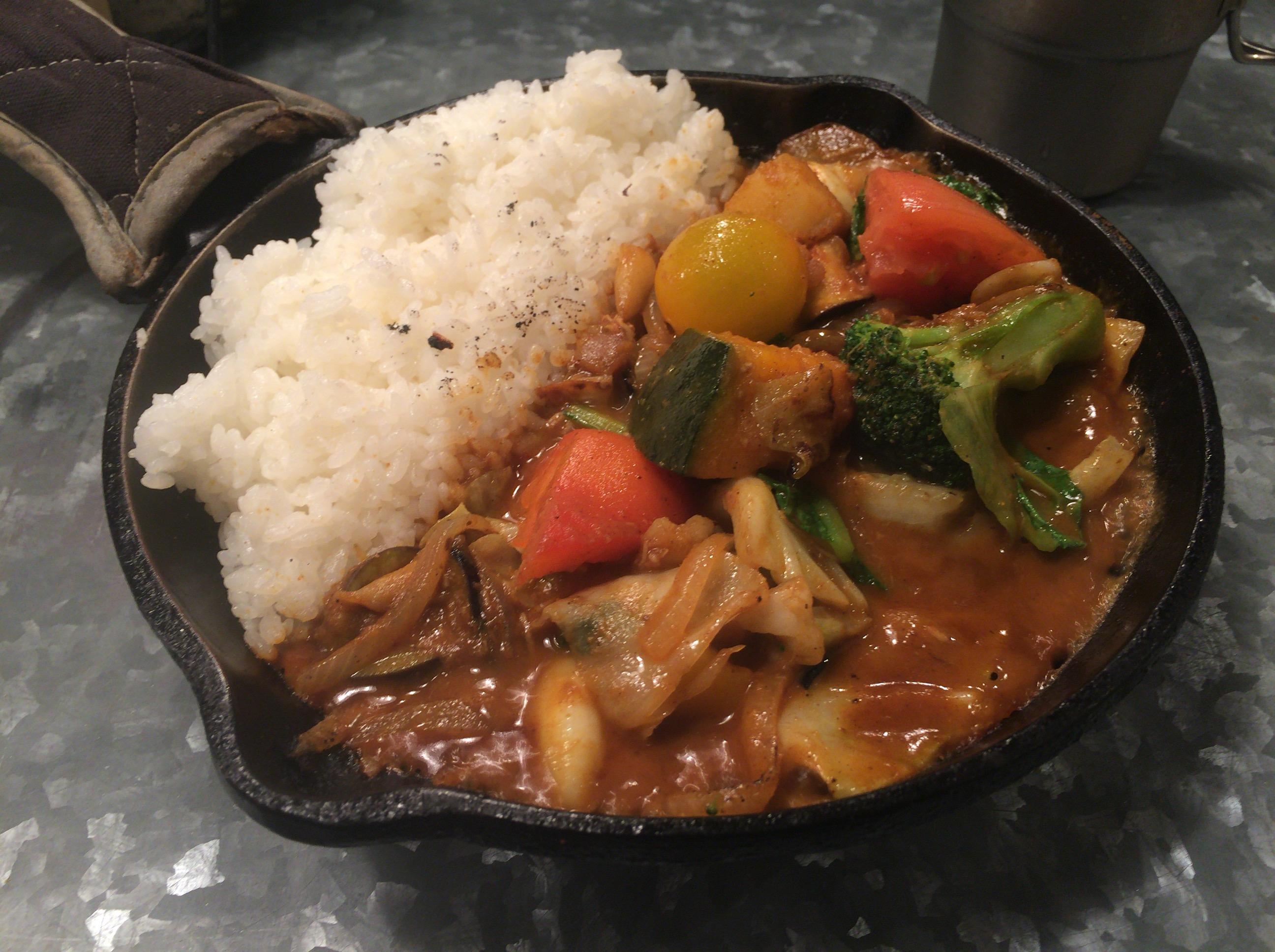 大阪に3店舗ある『ライブ感』を味わえる1日分の野菜を食べれるcampカレー‼︎